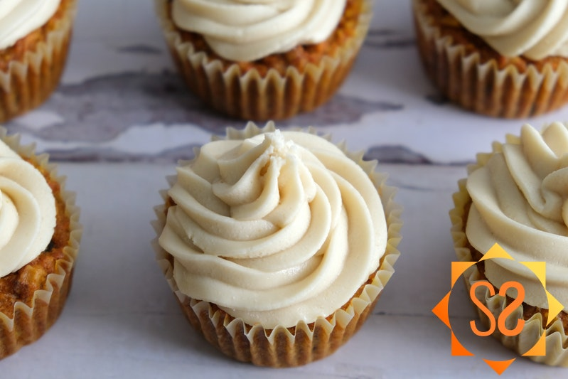 vegan cream cheese frosting on cupcakes