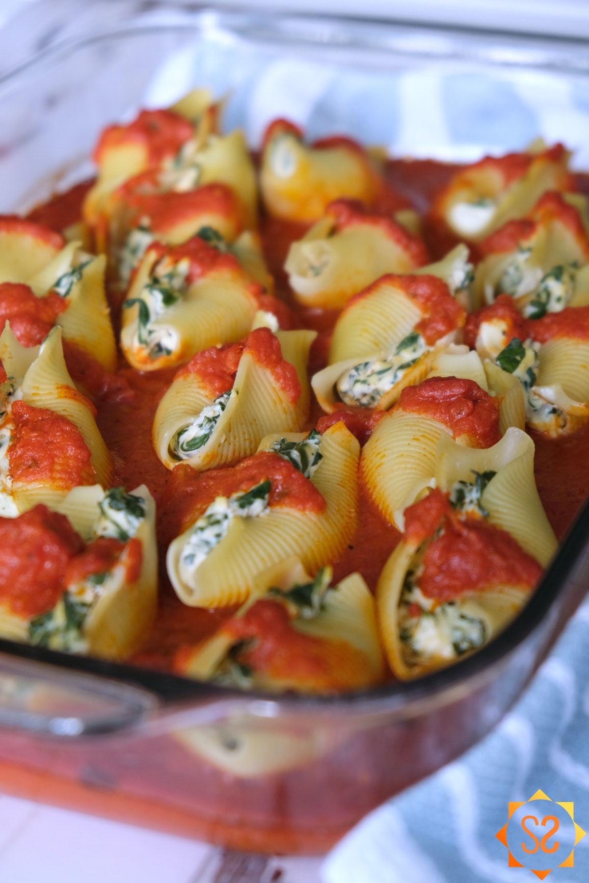 Vegan stuffed shells with tofu and spinach ricotta